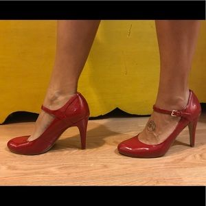 Nine West patent red leather shoes size 8